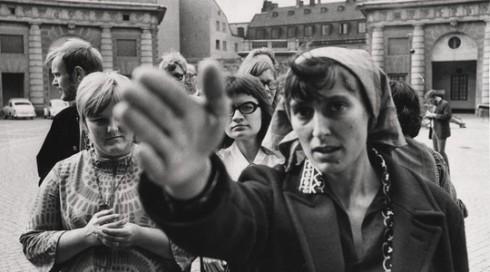 Katarina Taikon under en demonstration i Stockholm 1967. Vad hade hon sagt om dagens förföljelser av romer i österuopa?