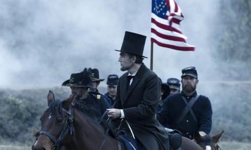 Filmtips 1) Lincoln får 5 starka pinglor av fem möjliga. Han lyckades mot alla odds att avskaffade slaveriet och sätta punkt för inbördeskriget på en och samma gång. Makalöst foto och enorma rollprestationer, alltså en riktig lågoddsare i Oscarssammanhang.